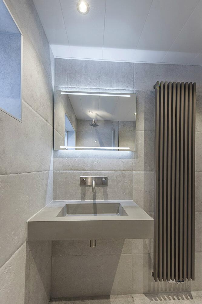 badkamer-ijsselstein wasbak spotje